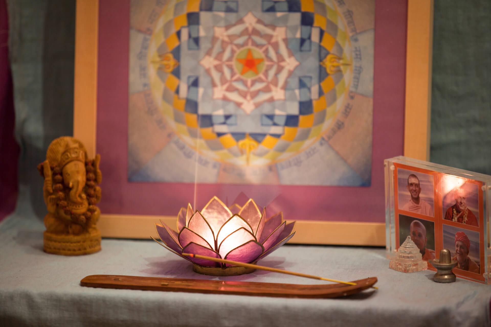 Bhavani Yogaraum-Altar