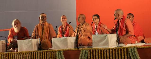 Podium mit den Sprechern der Konferenz
